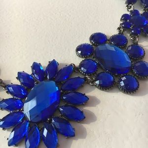 Francesca's Collections Jewelry - Blue flower crystal collar necklace